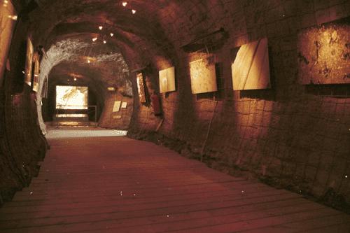 7-Los-Condenados,-Museo-Guerra-Civil,-Cartagena,-2004